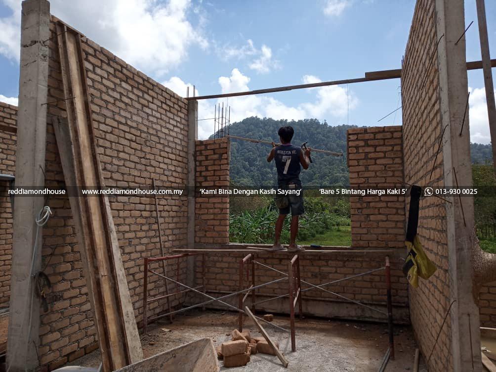 Bina Rumah Atas Sendiri Dinding 05